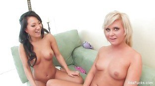 Asa Akira gives Kelly Surfer a lesson in eroticism