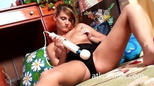 Hot babe Takes on the Hitachi